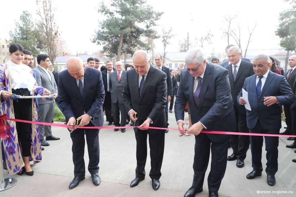 В МГИМО-Ташкент вручили студенческие билеты первокурсникам ...